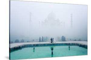 Misty Taj Mahal by Karthi KN Raveendiran