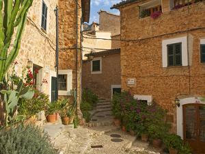 Alley in Fornalutx, Majorca, Balearics, Spain by Katja Kreder