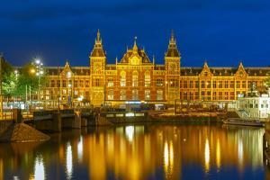 Night Amsterdam Canal and Centraal Station by kavalenkava volha
