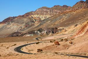 Excellent Road, Crossing Death Valley in the Usa. the Desert and Mountains by kavram
