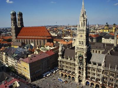 Neues Rathaus and the Frauenkirche, Munich, Bavaria, Germany