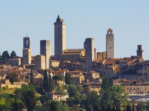 San Gimignano, Tuscany, Italy by Ken Welsh