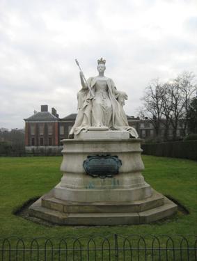Kensington Gardens (Queen Victoria Statue) Art Poster Print