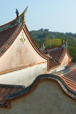 Huang Family Youtang Villa, Shuitou Settlement, Kinmen, Taiwan by Keren Su