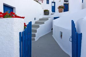 White houses on the coast of Aegean Sea. Oia, Santorini Island, Greece by Keren Su