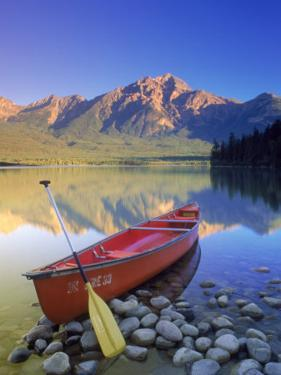 Canoe on Pyramid Lake by Kevin Law