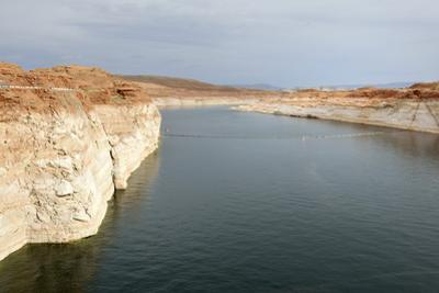 Arizona, Coconino Co, Glen Canyon Dam. Lake Powell