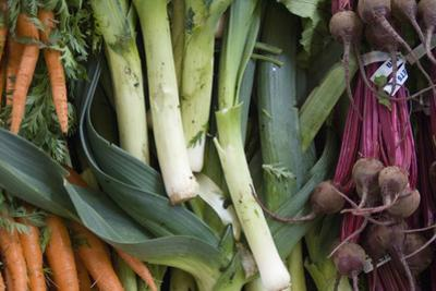 Canada, British Columbia, Cowichan Valley, Duncan. Leeks, Carrots and Beets at a Farmers Market