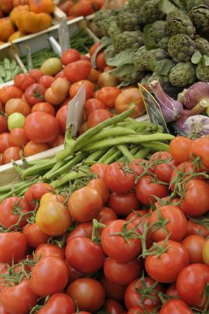 France, Vaucluse, Lourmarin. Vegetables at the Lourmarin Friday Market