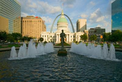 """Kiener Plaza - """"The Runner"""" in water fountain in front of historic Old Court House and Gateway A..."""