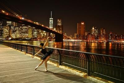 A Classic Ballerina Dances in Brooklyn Bridge Park by Kike Calvo