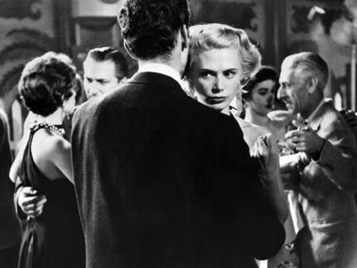 https://imgc.allpostersimages.com/img/posters/killer-s-kiss-1955-directed-by-stanley-kubrick-irene-kane-b-w-photo_u-L-Q1C44OJ0.jpg?artPerspective=n