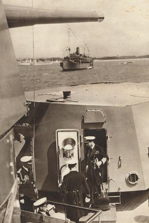 https://imgc.allpostersimages.com/img/posters/king-george-vi-in-the-gun-turret-of-h-m-s-southampton-1937_u-L-Q1EFBE60.jpg?artPerspective=n