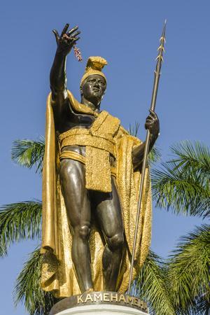 https://imgc.allpostersimages.com/img/posters/king-kamehameha-statue-in-front-of-aliiolani-hale-hawaii-state-supreme-court_u-L-PWFHSB0.jpg?p=0