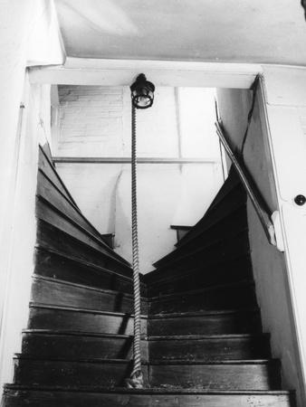 https://imgc.allpostersimages.com/img/posters/kingsley-s-staircase_u-L-Q106ZVK0.jpg?artPerspective=n