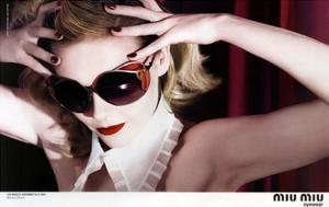 Kirsten Dunst Dans Une Publicite Pour Les Lunettes Miu Miu a Los Angeles En Novembre 2007