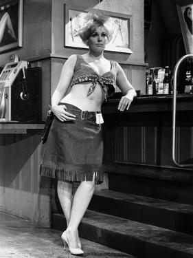 KISS ME STUPID, 1964 directed by BIILY WILDER Kim Novak (b/w photo)