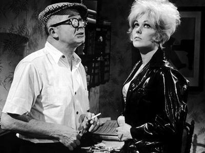 https://imgc.allpostersimages.com/img/posters/kiss-me-stupid-1964-directed-by-biily-wilder-on-the-set-billy-wilder-and-kim-novak-b-w-photo_u-L-Q1C42K70.jpg?artPerspective=n