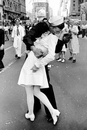 https://imgc.allpostersimages.com/img/posters/kissing-on-vj-day_u-L-F7AUSG0.jpg?p=0