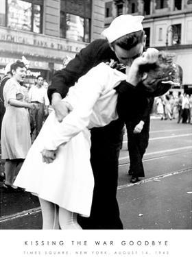 Kissing the War Goodbye Sailor and Nurse Art Print Poster