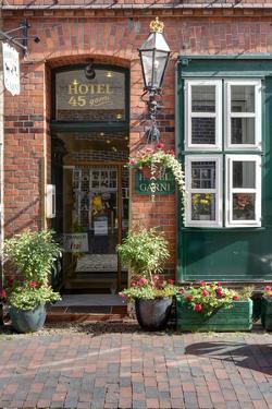 Hotel Garni, front door, house facade, Hanseatic town, Lüneburg, Lower Saxony, Germany, by Klaus Neuner