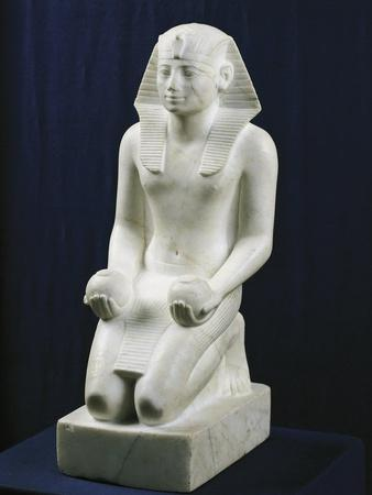 https://imgc.allpostersimages.com/img/posters/kneeling-statue-of-tuthmosis-iii-in-an-offering-position-from-karnak_u-L-POPCM60.jpg?p=0