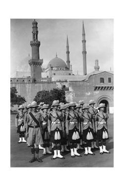 Britische Soldaten in Kairo, ca. 1930er Jahre by Knorr & Hirth