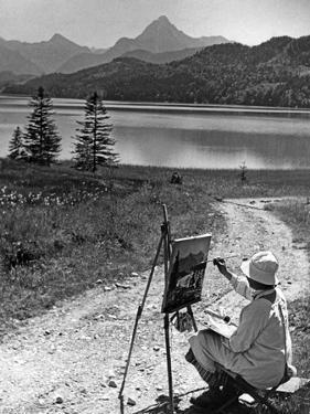 Ein Malerin am Weißensee in der Nähe von Füssen, 1934 by Knorr & Hirth