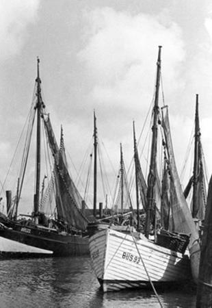 Fischerboote in Königsberg by Knorr & Hirth