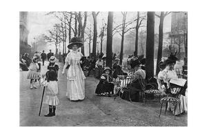Champs-Élysées in Paris, 1907 by Knorr Hirth Süddeutsche Zeitung Photo