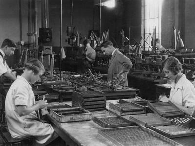 https://imgc.allpostersimages.com/img/posters/kodak-factory-1930s_u-L-Q107DRQ0.jpg?p=0