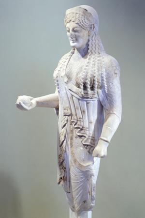 https://imgc.allpostersimages.com/img/posters/kore-680-sculpture-of-archaic-age-from-acropolis-in-athens-ca-520-530-bc_u-L-POPPII0.jpg?artPerspective=n