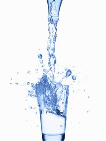 Pouring Water from a Bottle into a Glass by Kröger and Gross