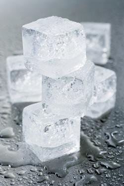 Several Ice Cubes by Kröger and Gross
