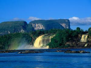 Saltos Hachas (Hachas Falls), Canaima, Venezuela by Krzysztof Dydynski