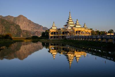 https://imgc.allpostersimages.com/img/posters/kyauk-kalap-kyaik-ka-lat-monastery-hpa-an-kayin-state-karen-state-myanmar-burma-asia_u-L-Q12SBZT0.jpg?p=0