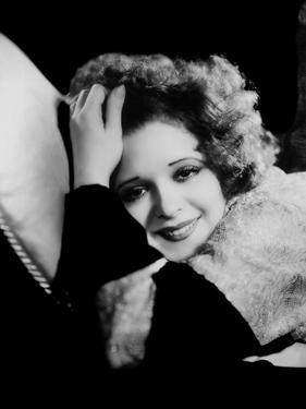 L'actrice americaine Clara Bow (1905- 1965) --- american actress Clara Bow (1905- 1965) (b/w photo)