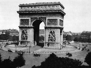 L'Arch-De-Triomphe De L'Etoile in Paris