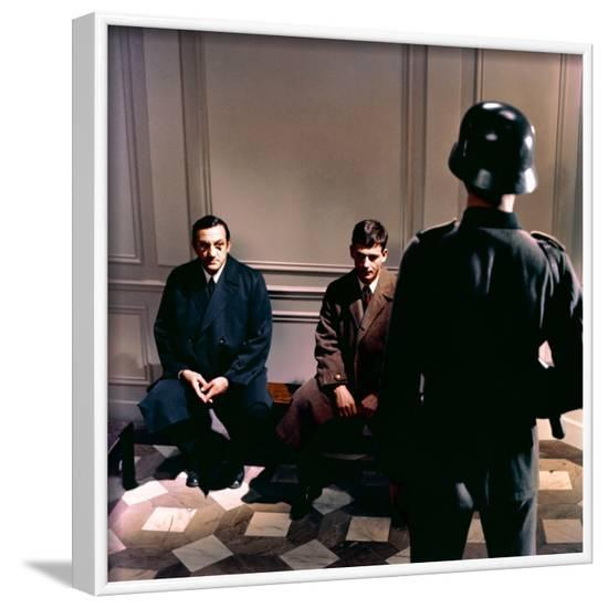 L'ARMEE DES OMBRES, 1969 directed by JEAN-PIERRE MELVILLE Lino Ventura (photo)--Framed Photo