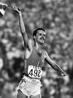 L'Athlete Italien Alberto Cova Vainqueur Du 10 000 M Aux Jeux Olympiques D'Ete De 1984