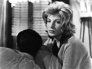 L'AVVENTURA, 1960 directed by MICHELANGELO ANTONIONI Gabriele Ferzetti / Monica Vitti (b/w photo)