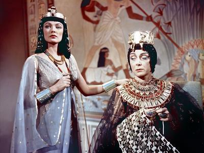 https://imgc.allpostersimages.com/img/posters/l-egyptien-the-egyptian-by-michael-curtiz-with-gene-tierney-and-judith-evelyn-1954-photo_u-L-Q1C2X2Q0.jpg?artPerspective=n