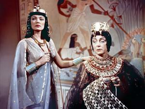 L'egyptien (THE EGYPTIAN) by Michael Curtiz with Gene Tierney and Judith Evelyn, 1954 (photo)