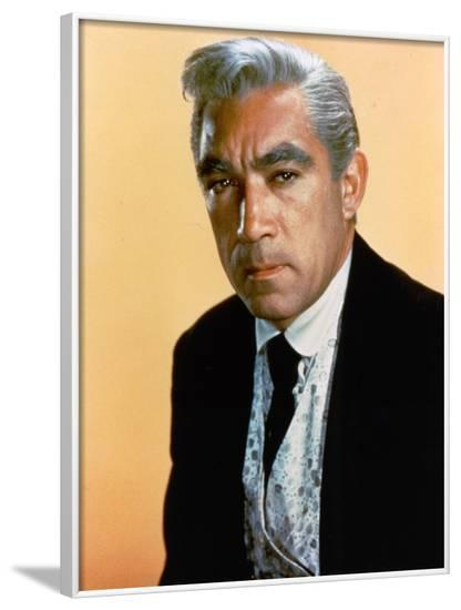 L'Homme aux colts d'or WARLOCK by EdwardDmytryk with Anthony Quinn, 1959 (photo)--Framed Photo