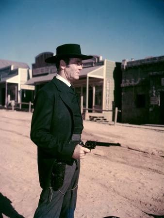 https://imgc.allpostersimages.com/img/posters/l-homme-aux-colts-d-or-warlock-by-edwarddmytryk-with-henry-fonda-1959-photo_u-L-Q1C26C40.jpg?artPerspective=n
