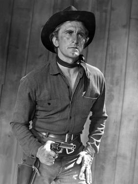 L'Homme qui n'a pas d'etoile MAN WITHOUT A STAR by King Vidor with Kirk Douglas, 1955 (b/w photo)