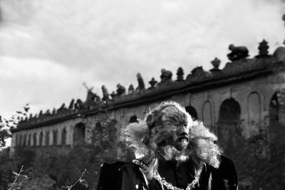 https://imgc.allpostersimages.com/img/posters/la-belle-and-la-bete-by-jeancocteau-with-jean-marais-1946-b-w-photo_u-L-Q1C2Y700.jpg?artPerspective=n