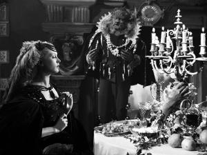 La Belle and la Bete by JeanCocteau with Josette Day and Jean Marais, 1946 (b/w photo)