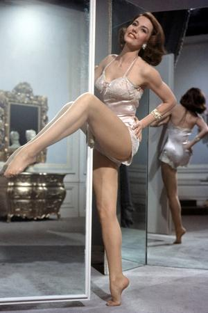 https://imgc.allpostersimages.com/img/posters/la-belle-by-moscou-silk-stockings-by-roubenmamoulian-with-cyd-charisse-1957-photo_u-L-Q1C1YJL0.jpg?artPerspective=n