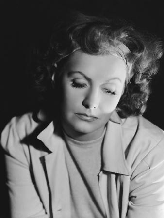 https://imgc.allpostersimages.com/img/posters/la-femme-aux-deux-visages-two-faced-woman-by-george-cukor-with-greta-garbo-1941-b-w-photo_u-L-Q1C2AG30.jpg?artPerspective=n